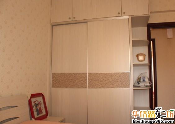 这间是客房,衣柜的转角是做成圆弧型的,跟小孩子的衣柜造?#22836;?#26684;是一样