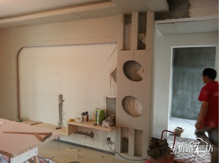 最新欧式木工电视墙图片
