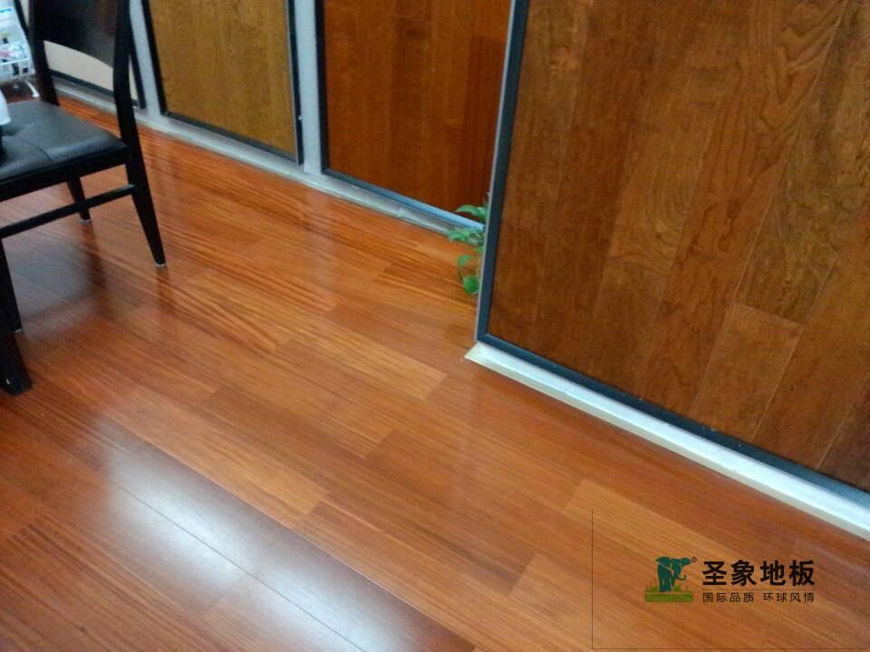 圣象金丝柚木王多层实木地板