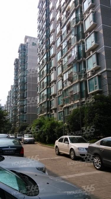 东城水岸3室2厅2卫136.6平方产权房精装