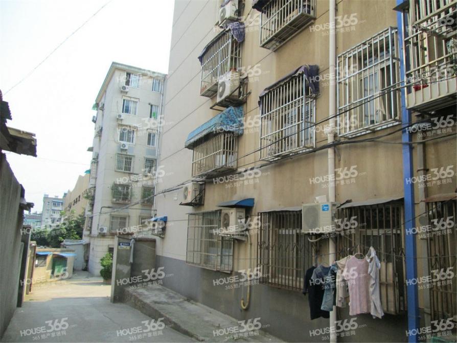 秦淮区苜蓿园中山门小区70.00㎡精装2室1厅