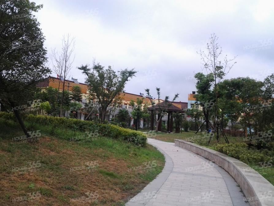 奥斯博恩庄园4室2厅3卫173.73平方产权房简装