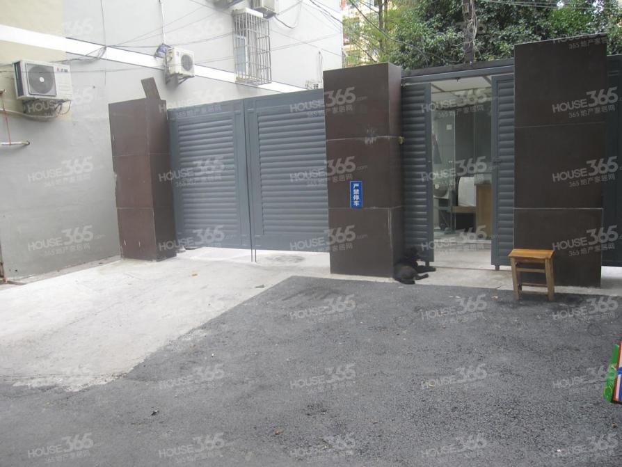 大锏银巷小区2室1厅1卫72平方产权房简装