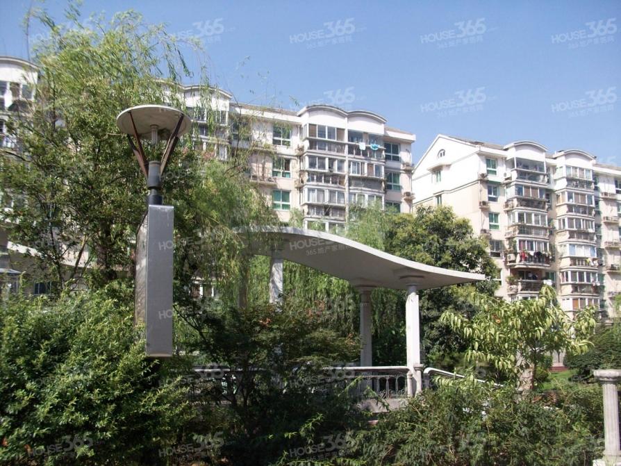 龙翔鸣翠苑2室2厅1卫95平方产权房精装