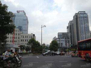 新街口一二楼商铺适合除餐饮外其他各种业态