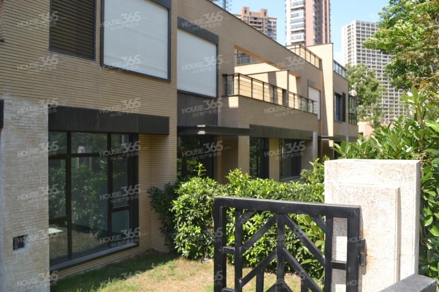 金地自在城4室2厅2卫135.8平米2011年产权房豪华装
