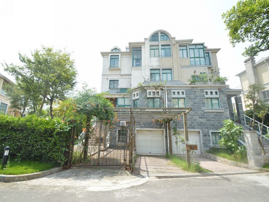 立信瑞景文华4室2厅3卫202.75平方产权房豪华装