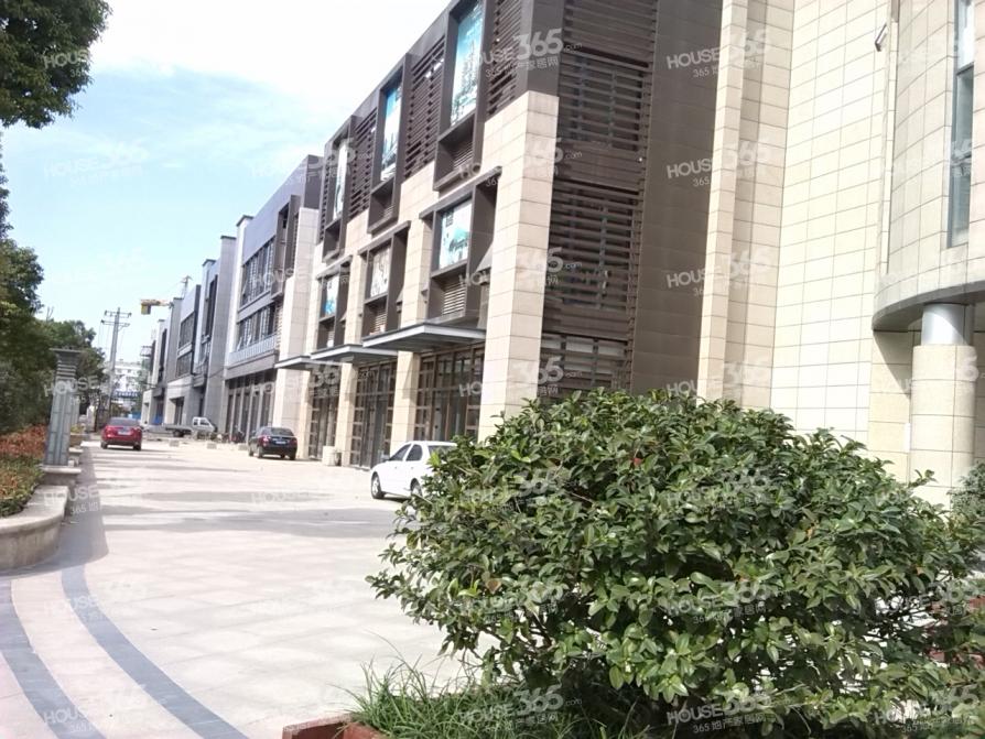 长江西路乐客来广场旁 西城山水居 精装18万 婚房 2室2厅 诚心卖