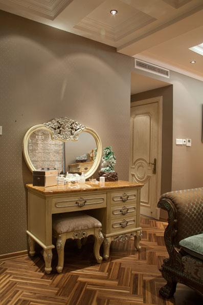 欧式梳妆台图片:田园风格的梳妆台在装饰上都讲究布艺软装,温馨的