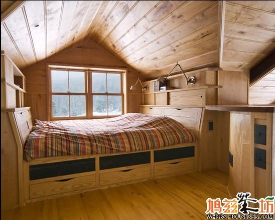 斜顶阁楼装修效果图,是不是有透着简约范儿的木头房