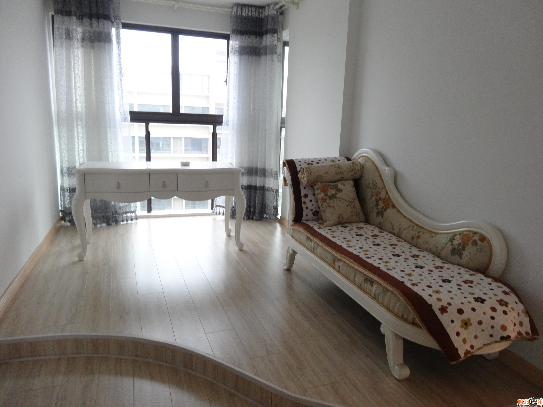 白色家具配深色地板还是浅色地板