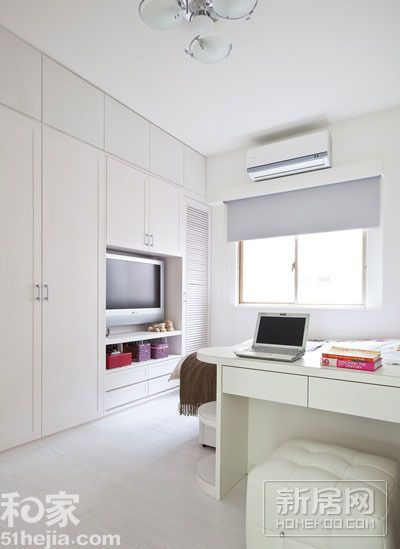 臥室壁柜2013最新臥室壁柜裝修:房間以淺色調為主打