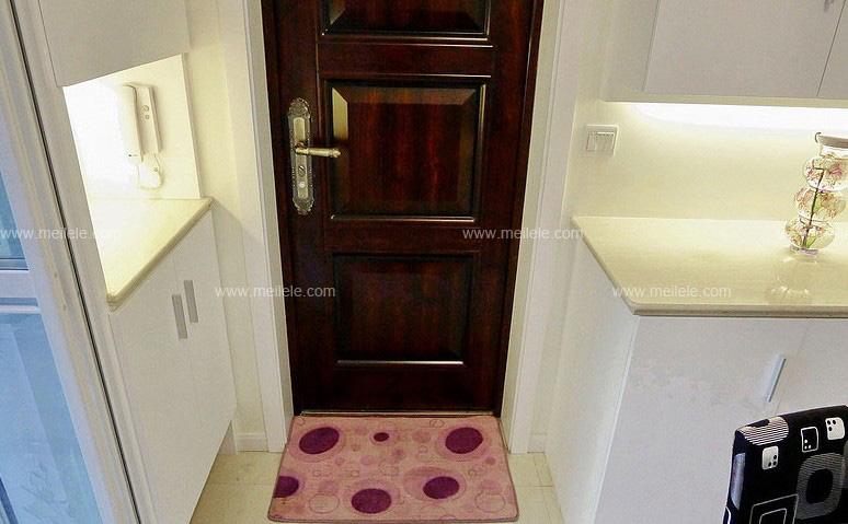 客厅进门鞋柜效果图 实用美观并存的鞋柜设计